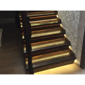 Автоматическая подсветка лестницы в Ропше