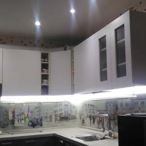 Кухня с большой столешницей