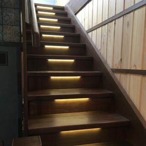 Экономная автоматическая подсветка лестницы
